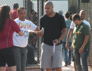 Adriano esteve nesta segunda-feira no Flamengo