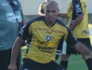Edno acredita que uma possível pressão da torcida celeste poderá favorecer o Botafogo nesta quarta