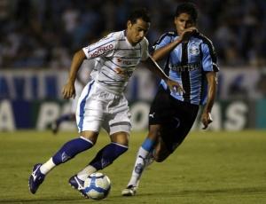 Willian Magrão (d) destacou o retorno da segurança na defesa, que não sofreu gols contra o Avaí
