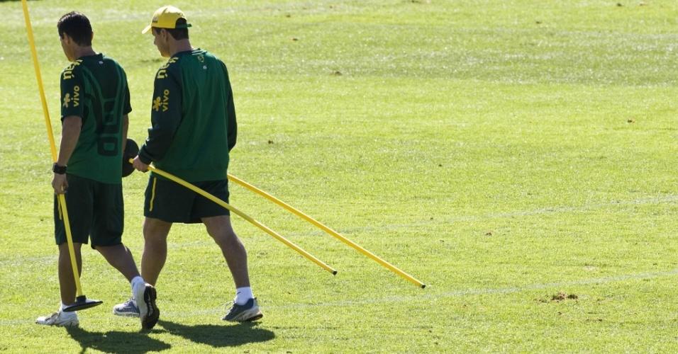 Dunga e Jorginho deixam treino da seleção