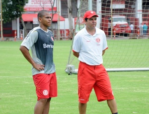 Enderson Moreira, ao lado de Walter, será o técnico interino do Inter até a Copa do Mundo