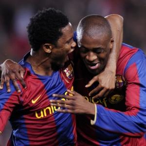 Volante Yayá Touré (dir) está próximo de acertar transferência para o Manchester City