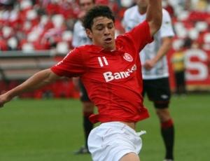 Giuliano foi titular na vitória sobre o Atlético-PR