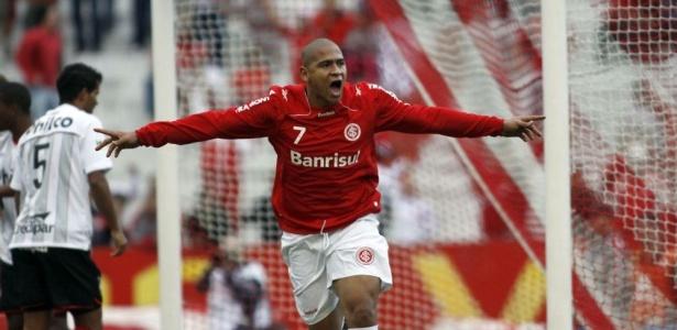 Inter fez acordo para receber parte atrasada da venda de Walter ao Porto, em 2010