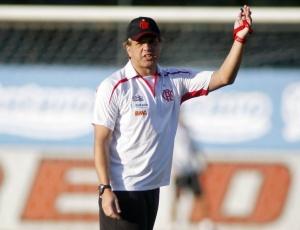 Rogério Lourenço acompanhou a atividade dos reservas do Flamengo na tarde desta segunda-feira