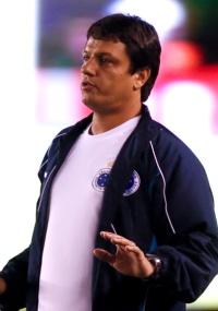 Adilson Batista antecipa sua saída do time cruzeirense