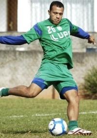 Emprestado pelo São Paulo ao Guarani, o atacante Roger deverá jogar fora do país no 2º semestre