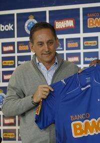 Dimas Fonseca: Cruzeiro está perto de anunciar zagueiro