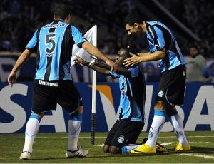 O Grêmio venceu por 2 a 1 com gols de Hugo, ambos de cabeça e passe de Fábio Rochemback