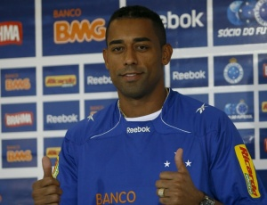 Robert evita falar em substituir a Kléber em sua apresentação como novo atacante do Cruzeiro