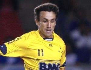 Thiago Ribeiro (f) deve ser um dos três atacantes escalados pelo interino Emerson Ávila