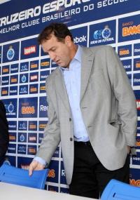 Cuca vai avaliar o elenco do Cruzeiro e pode haver dispensas