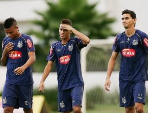 André (esq), Neymar (centro) e Ganso (dir) são nomes constantemente especulados na Europa