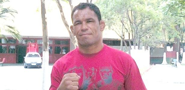 Rodrigo Minotauro visita o treino da Portuguesa