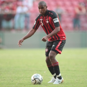 Após quase um mês de negociações, Valencia acertou sua transferência para o Fluminense