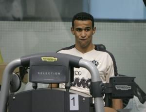 Serginho, que ficou longo tempo parado, participou do primeiro coletivo como titular da equipe