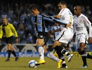 Botafogo entrou na briga, mas Bruno Collaço (f) quer permanecer no seu time do coração para jogar