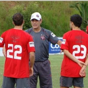 Técnico Paulo César Carpegiani ainda busca a formação ideal para o time do Atlético