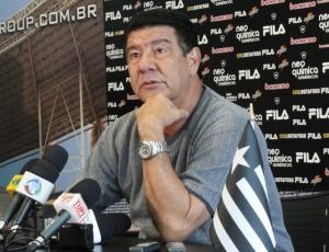 Técnico Joel Santana não fez qualquer mistério e confirmou o time que enfrenta o Ceará na quarta