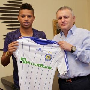 André fez exames no Dinamo de Kiev no dia 18 de junho e já até posou com a camisa do clube.