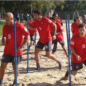 Jogadores do Atlético-PR e treinam em período integral, durante o recesso para Copa do Mundo