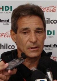 Carpegiani mantém cautela sobre continuidade do time