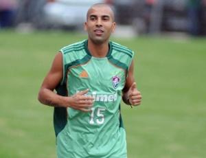 Emerson, com um problema no pé direito, é dúvida no Fluminense para a partida contra o Internacional