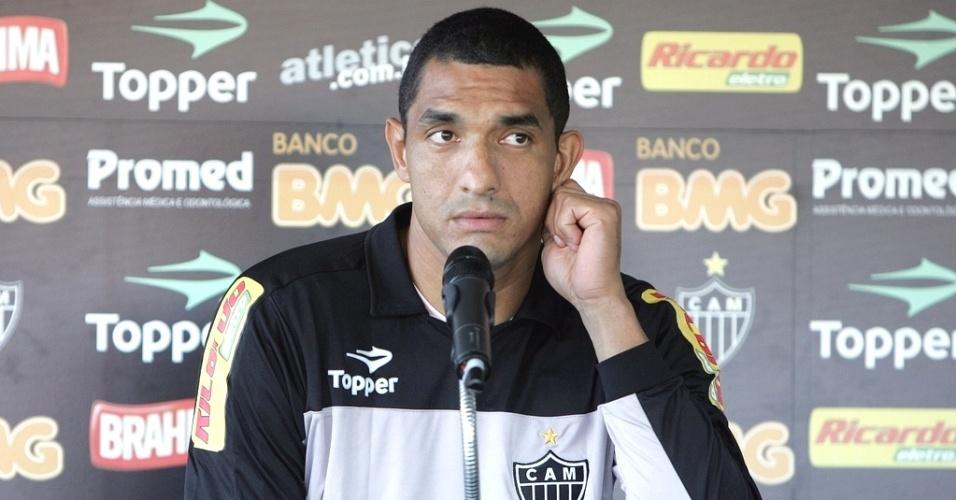 Fábio Costa concede entrevista no Atlético-MG