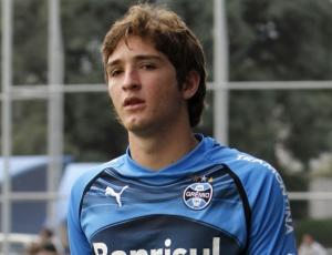 Contra o Vasco em Santa Catarina, Mário Fernandes voltou a atuar na zaga do Grêmio