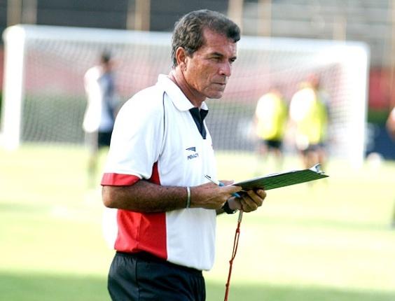 Ricardo Silva, técnico do Vitória, durante treinamento
