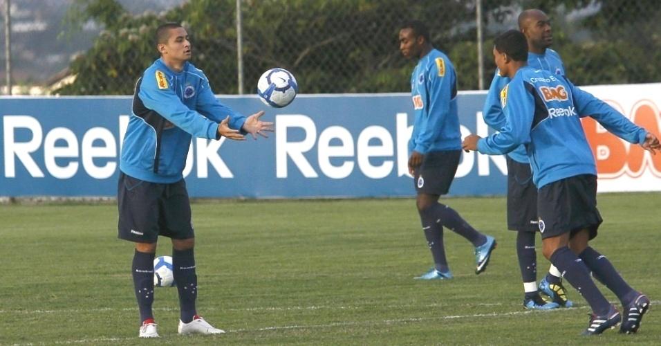 Wellington Paulista durante treino no Cruzeiro