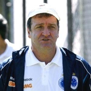 Cuca iniciou treino com Reina na vaga de Gilberto, mas depois adotou o 4-3-3 com Robert no time