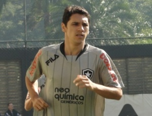 Lucio Flavio atuará de forma recuada no jogo deste domingo diante do Vitória, no Barradão