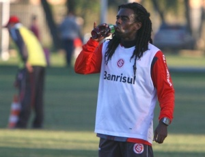 Tinga teve nome publicado no BID no final da tarde desta terça e pode jogar contra o Atlético-MG