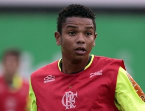 Sem saber se será titular, o zagueiro David pediu grande poder de marcação ao time do Flamengo