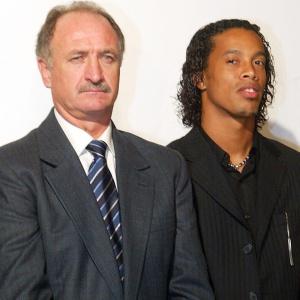 Após longa novela, Felipão descarta Ronaldinho e diz que chance de meia não vir é de 99,9%