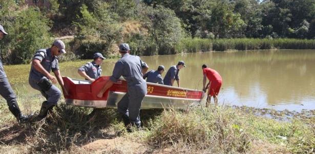 Bombeiros vasculham lagoa em busca de vestígios de Eliza, ex-namorada do goleiro Bruno
