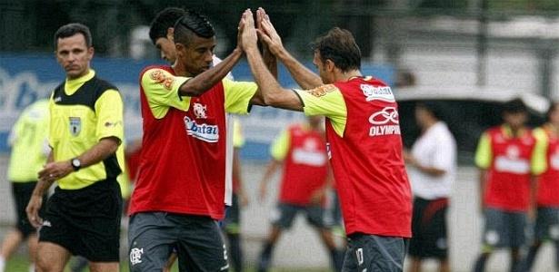 Léo Moura e Petkovic, durante jogo-treino do Flamengo contra o Olaria