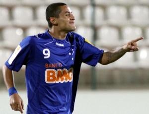 Wellington Paulista comemora um dos dois gols marcados na vitória sobre o Tupi em Sete Lagoas