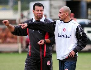 Roth pretende contar com Guiñazu para jogo de quarta-feira, em Minas Gerais, diante do Atlético