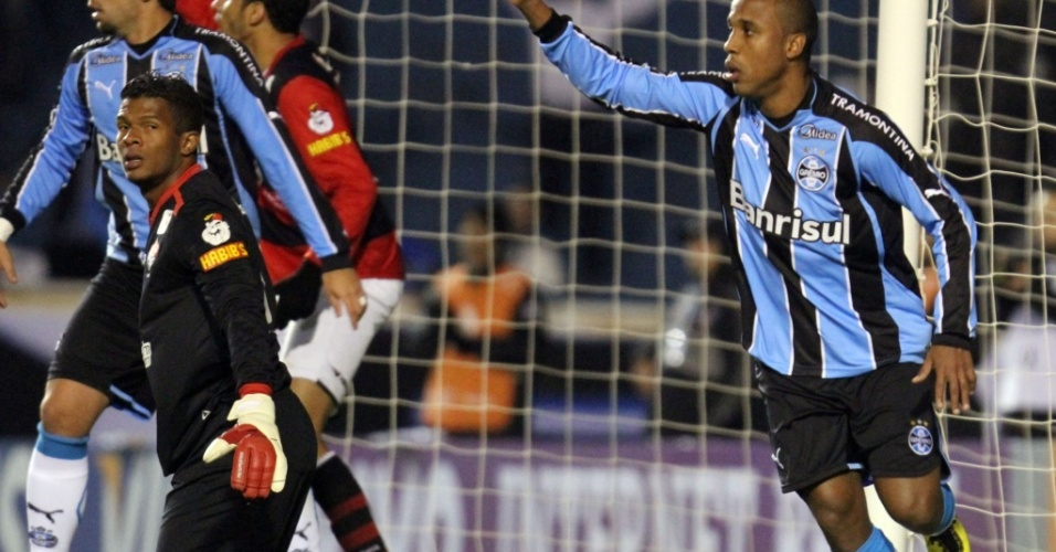 Atacante Borges sinaliza gol do Grêmio contra o Vitória