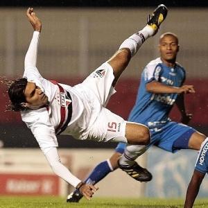 Ricardo Gomes reuniu jogadores para corrigir falhas que culminaram na derrota ante o Avaí na quarta