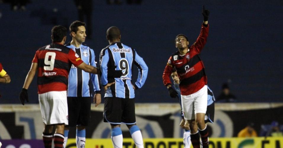 Wallace comemora gol do Vitória contra o Grêmio