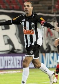 Diego Tardelli levou 3º amarelo e não enfrenta o Corinthians