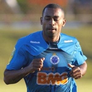Substituto de Wellington Paulista, Robert admite dificuldade: É um campo que atrapalha muito