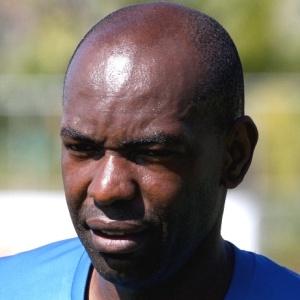 Cláudio Caçapa, que se recuperou de entorse no joelho direito, espera voltar ao time no domingo