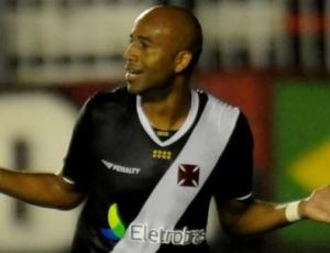 Nunes deixou a sua marca na vitória por 3 a 1 do Vasco sobre o Atlético-PR, pelo Brasileirão