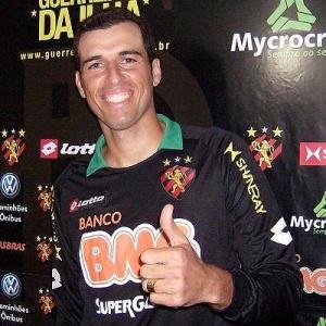 Gustavo foi bicampeão Pernambucano pelo clube em 2006 e 2007, mas está sem jogar desde abril