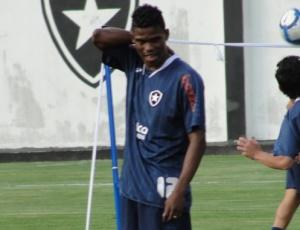 A diretoria do Botafogo trabalha para Maicosuel estrear pelo Botafogo no clássico diante do Flu