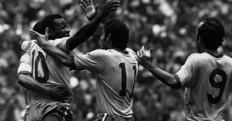 Pelé, Rivellino e Tostão - o Brasil é tricampeão mundial de futebol, 1970.